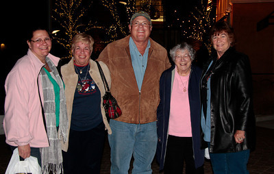 Out to dinner Dec 2012 Billie Jo, Carol, Jim, Bea, Judi