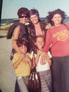 grandma_mom_auntGail_Stevie_Me_Lisa-2