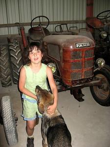 Aurelie devant son tracteur