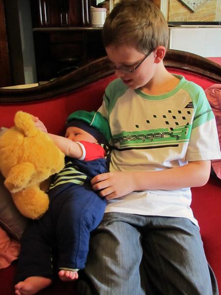 <b>12 Dec 2010</b> Zac and Finn