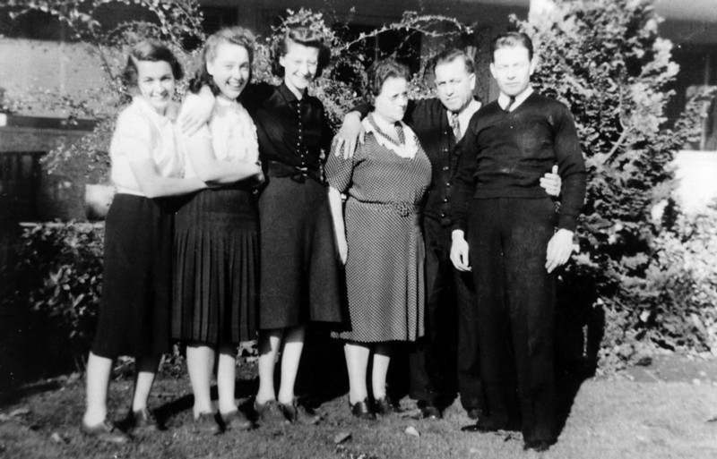 Left to right-<br /> Muriel, Bettyann, ?Maybe Bill's Sister, Elinor, James Sr, Bill Lucas