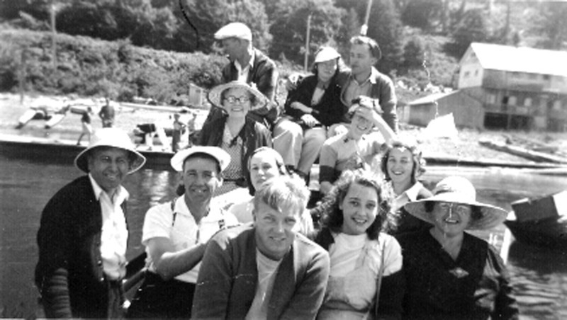 Family Outing 1937 prox<br /> Left to Right – Front to Back –<br /> Row 1 - Cousin ??, Bettyann,<br /> Grandma Elinor,<br /> Row 2 – Grandpa Jim, Uncle Bill,<br /> Aunt Elinor, Aunt Muriel<br /> Row 3 – Rose Grandma &?<br /> Back Row ?? , Ruth and Jim Jr.