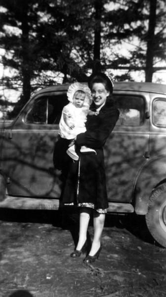 Catharyn Ann Laggart & Bettyann Forster Laggart, 1945