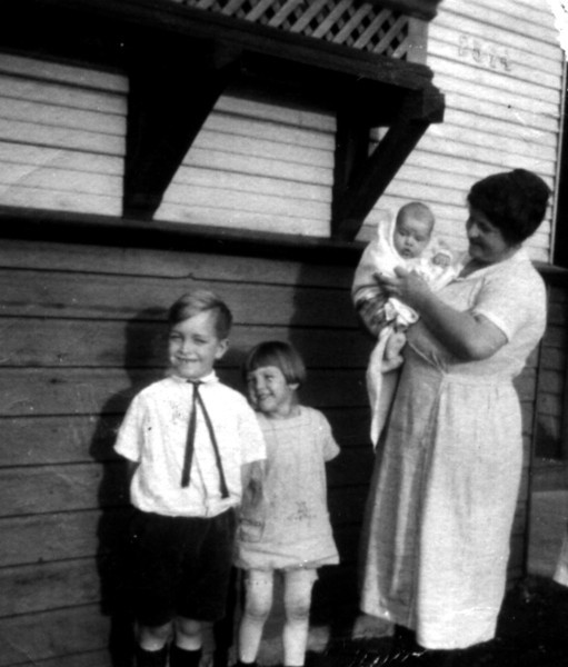 Left to Right – Jim Forster Jr., Elinor jr., Bettyann, Grandma Elinor