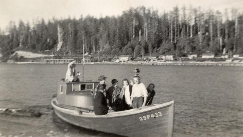 Forster Family Fishing Trip, Muriel far left, Bettyann far right