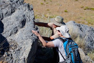 Rick shows Llnda a find.