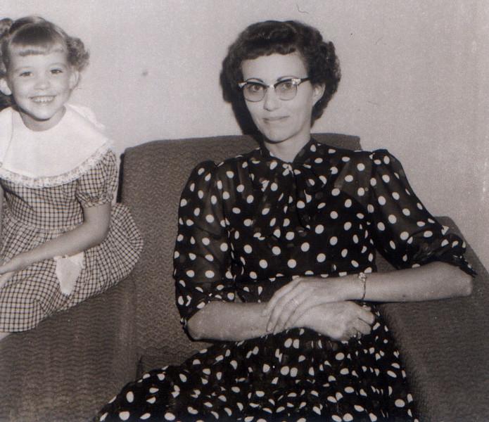 1957-07_Monnie-Sandra