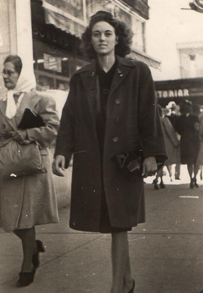 1947-04_Monnie