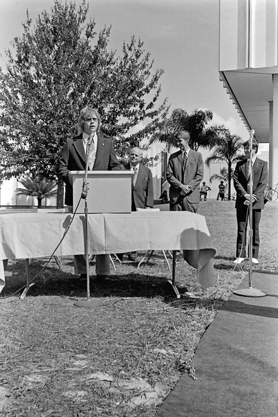 009 1975 Bill Collins starting the ceremony unveiling and dedication of the Bent monument