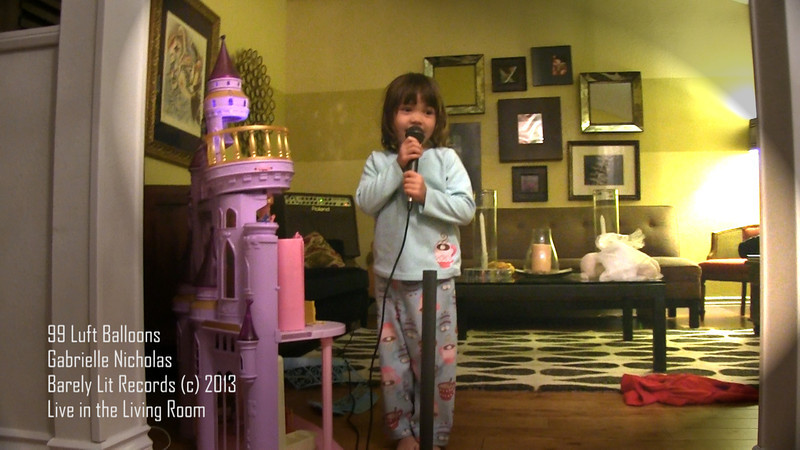 Gabrielle sings 99  Luft Balloons / Music Video