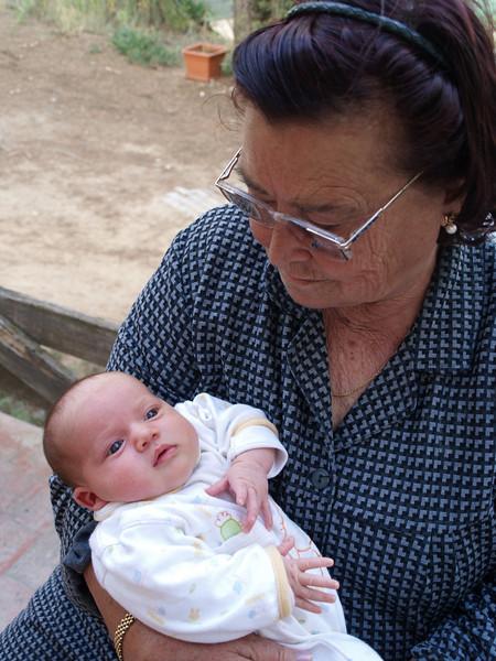 La abuela Rosario, orgullosa de su nieta