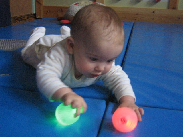 Practicando en la llar d'infants con las luces y colores