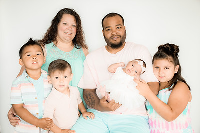 00023--©ADHPhotography2019--GARCIA--Newborn--FAMILY--May31