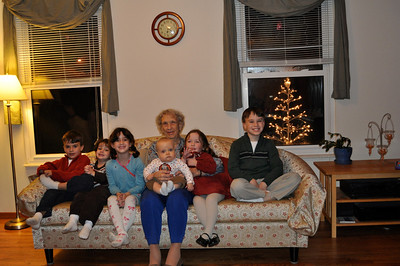November 26, 2009 [Thanksgiving] - (Cristen's house / Manchester, Saint Louis County, Missouri) -- Aaron, Brendan, Grace, Vera, Owen, Katherine & James