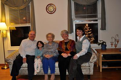 November 26, 2009 [Thanksgiving] - (Cristen's house / Manchester, Saint Louis County, Missouri) -- David, Grace, Vera, Mary Anne & Cristen