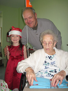 December 25, 2011 [Christmas Day] - (Bethesda Meadows / Ellisville, Saint Louis County, Missouri) -- Katherine, David, Vera