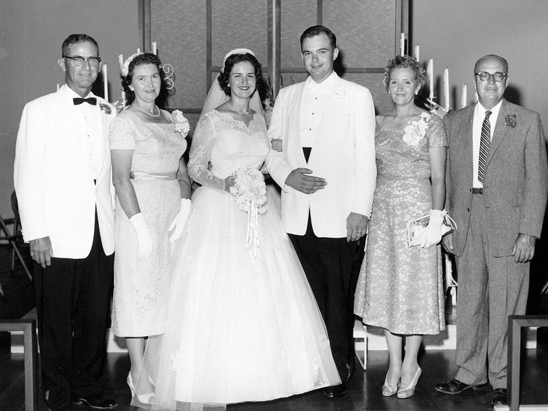 wedding mom and dad with parents