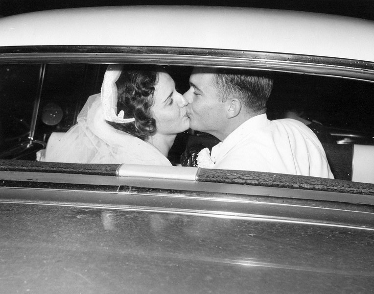 wedding mom and dad in car