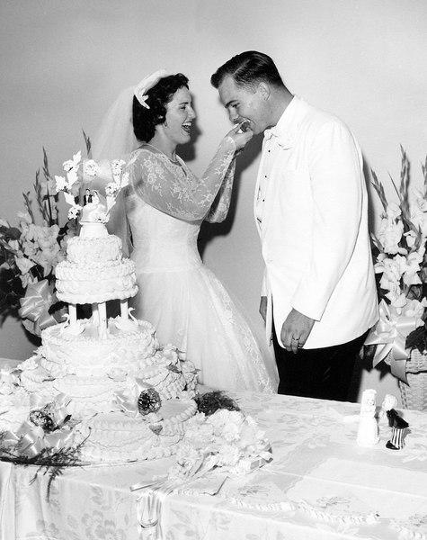 wedding mom and dad wedding cake