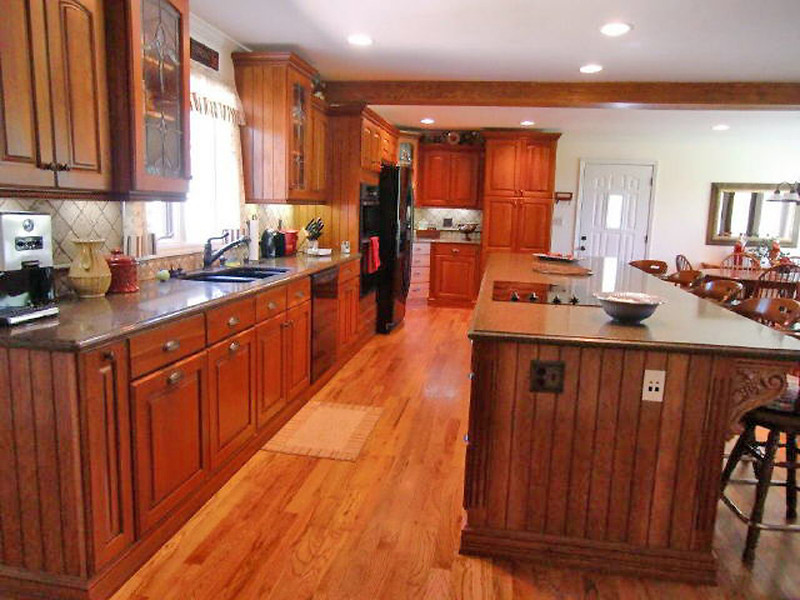 What a huge kitchen. Lots of cabinets.
