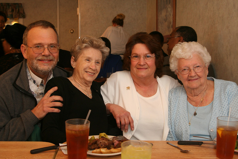 IMG_2734 Phil, Therese, Latrelle, Molly