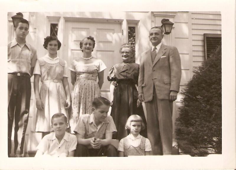 1952 Art, Joy, Lil, Sonny, Ron, Jim & Grace, visiting Grandma Scharnberg