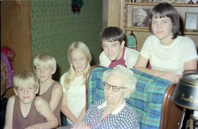 """The Kane kids (Andrew, Patrick, Betsy, John and Kathy) with Mary Elizabeth """"Betty"""" Gardner, Garland, Texas, July 1974"""