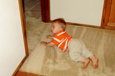 Joey -- peeking under door where John disappeared