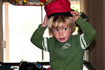 Farmor how do you like my hat?