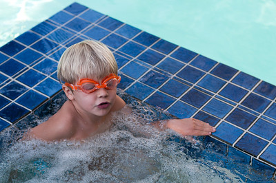 The bubble pool seems to have moved the goggles up above the eyes. (Photo by Farmor)