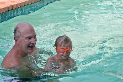 Swimming lesson.(Photo by Farmor)