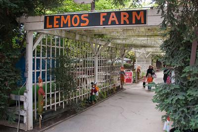 Entrance to Lemos Farm and the Halloween Festivities.