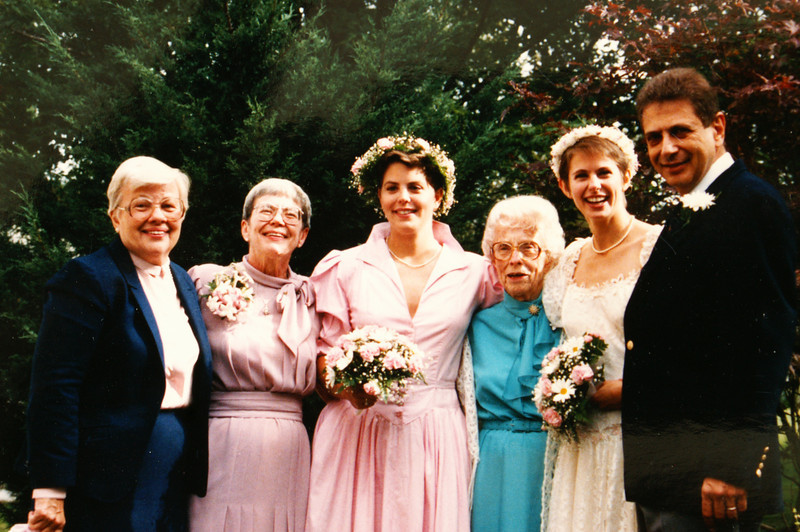 1985: Mary Olds, Marilyn Lee Olds, Shelley Olds, Beryl Lee, Emily Olds, Richard Olds