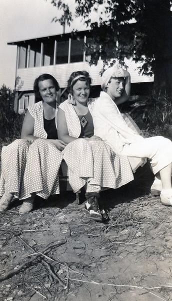Ruth Ann, Marie Denning, Grandma Rita <br /> Martindale 1933