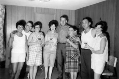 Aunt Elaine, Uncle Eddie, Aunt Janet, Aunt Eileen, Uncle Robert, Grandma Wentzel, Dad, & Mom
