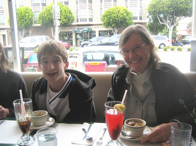 Aaron and Sandy relaxing at Mel's Diner in SF after the concert
