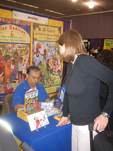 Jose-Luis Orozco autographs CDs of his songs