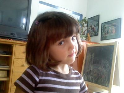 Guen models her barrette.