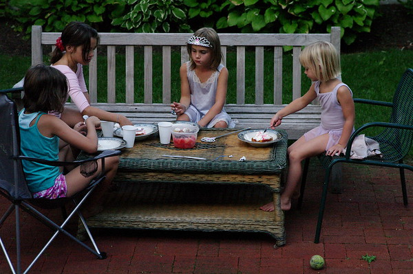 Maggie, Guen, Anya, Hillary eating fruit and cream.