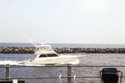 HCA-19920401-Boats at inlet while walking 2