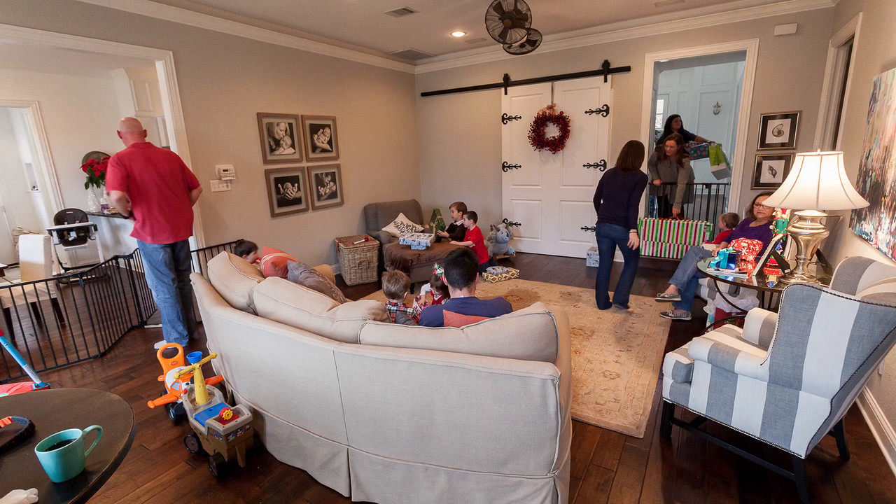 8 SECOND TIME-LAPSE VIDEO OF CHRISTMAS MORNING-CLICK PHOTO TO VIEW