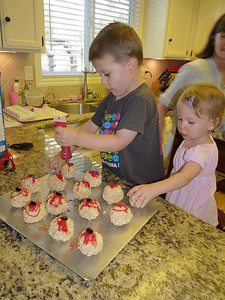 Joey & Cambria making Bloody Eyeball cookies with Aunt DD