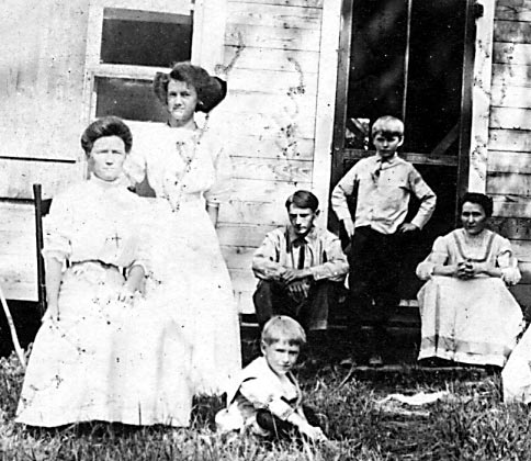 Ludkey's house at Clear Lake.  Pictured from left to right:  Aunt Em, Alice, Bret, Wes, Stanley, Iva.
