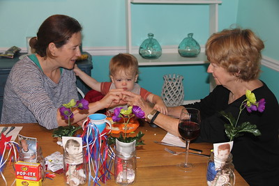 not sure what Carter's Mommy & Grandmother's hands are doing, but the souveniers are evident (mugs)