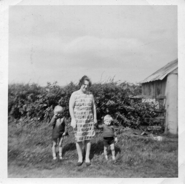 Donna, Nana and Graeme (Ousterley Terrace)