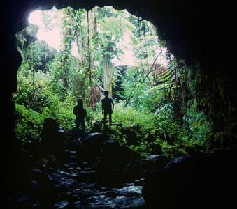Big Island - entrance to lava cave