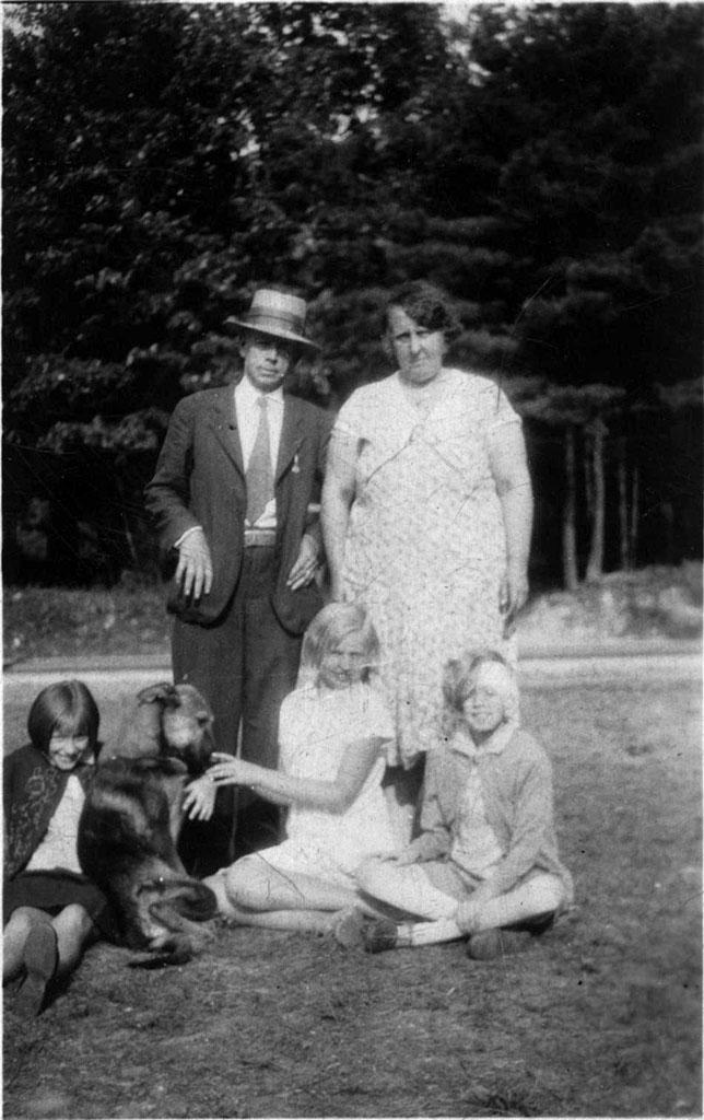 HarryHoodMcEntire&Family