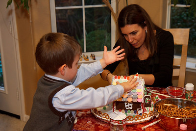 2008_gingerbread_houses-15