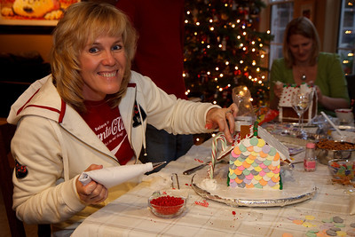 2008_gingerbread_houses-3
