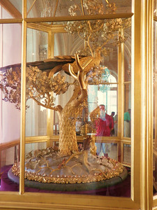 "The famous ""Peacock Clock"" in the Hermitage is much more than a work of art.  It is a fully mechanized and still-working chime clock that was built by James Coxe way back in 1772.  We were not in the room on the hour, but below is a Youtube link that shows it in operation.  Be sure to listen for the rooster that crows at the end of the performance:  http://www.youtube.com/watch?v=NoJ029y4Z0c   It's an amazing 240-year-old masterpiece!"